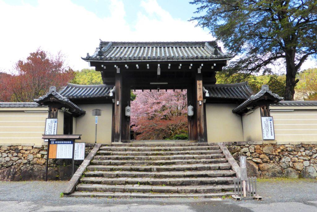 Jisso-in, Gate